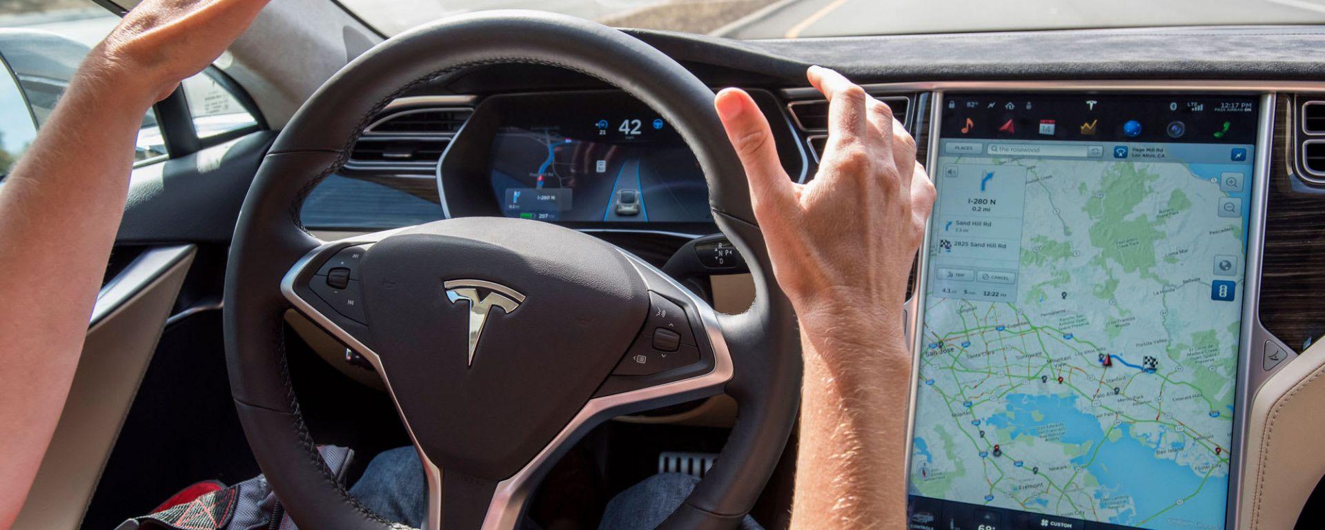 Come fregare Tesla con il nastro adesivo