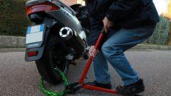 Come proteggere la moto dai ladri: consigli, guida pratica, accessori