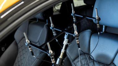 Comfort acustico Audi: i microfoni montati sul sedile lato guida