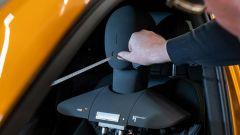 Comfort acustico Audi: si prendono le misure dalla testa del manichino per le rilevazioni acustiche