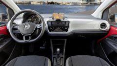 Comparativa 8 citycar elettriche: il vivace abitacolo della VW e-UP!
