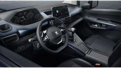 Comparativa auto 7 posti a 25mila euro: la plancia e i sedili del Peugeot Rifter