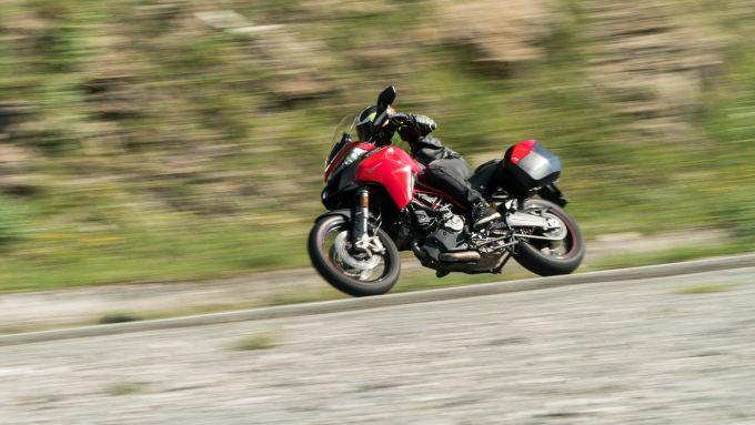 Comparativa Crossover: Ducati Multistrada 950 S in azione
