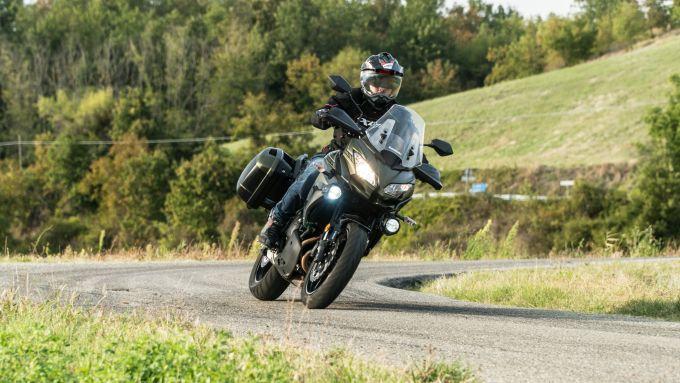 Comparativa crossover: Kawasaki Versys 650, in azione