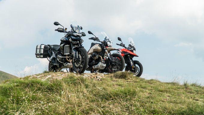 Comparativa enduro stradali da viaggio: le moto svettano all'Oasi Zegna