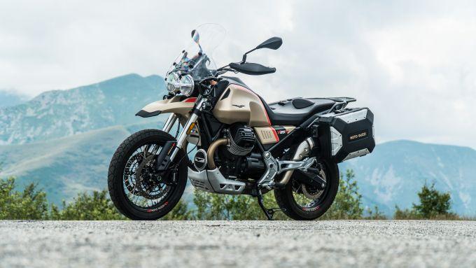 Comparativa enduro stradali da viaggio: Moto Guzzi V85TT Travel, 3/4 anteriore
