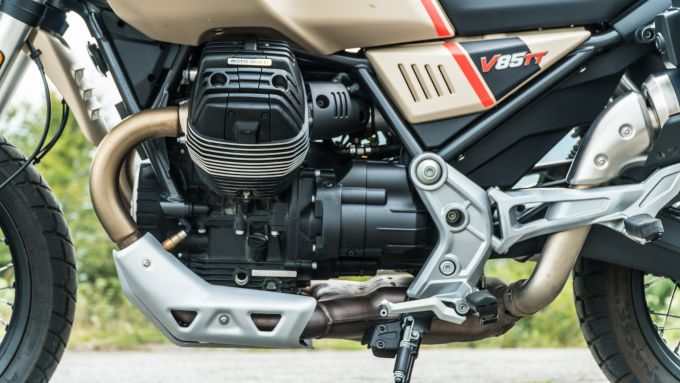 Comparativa enduro stradali da viaggio: Moto Guzzi V85TT Travel, il motore è il meno performante del lotto
