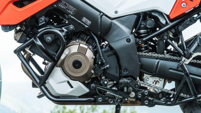 Comparativa enduro stradali da viaggio: Suzuki V-Strom 1050 XT, il motore è omologato Euro 5
