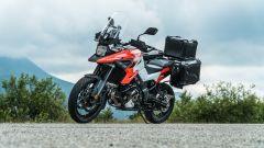 Comparativa enduro stradali da viaggio: Suzuki V-Strom 1050 XT, il tris di valige costa più di 1.000 euro