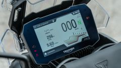 Comparativa enduro stradali da viaggio: Triumph Tiger 900 GT Pro, a livello tecnologico non ci sono paragoni