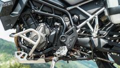 Comparativa enduro stradali da viaggio: Triumph Tiger 900 GT Pro, il motore cresce nelle coppia ed è Euro 5