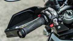 Comparativa enduro stradali da viaggio: Triumph Tiger 900 GT Pro, tre le funzionalità c'è anche il controllo della GoPro