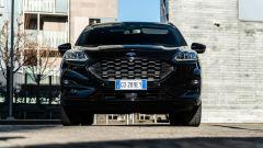 Comparativa Ford Kuga vs Hyundai Tucson: il muso della Kuga con la grande calandra
