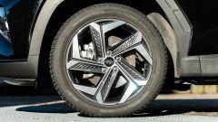 Comparativa Ford Kuga vs Hyundai Tucson: il SUV coreano monta cerchi in lega leggera da 19