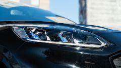 Comparativa Ford Kuga vs Hyundai Tucson: un dettaglio dei fari a LED della Kuga