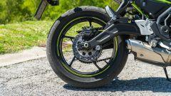 Comparativa naked medie: Kawasaki Z650, il retrrotreno