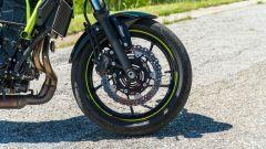Comparativa naked medie: Kawasaki Z650, l'avantreno
