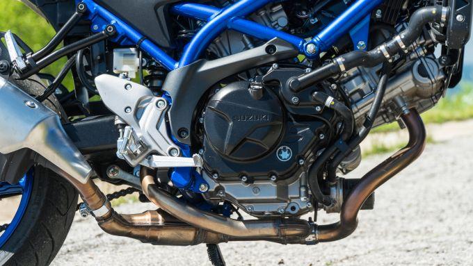 Comparativa naked medie: Suzuki SV 650, il motore
