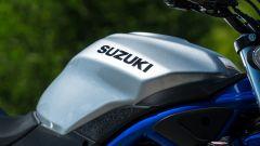 Comparativa naked medie: Suzuki SV 650, il serbatoio