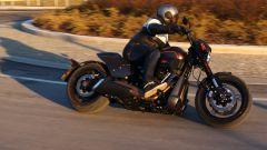 Con la Harley-Davidson FXDR 114 si piega fino a 32°