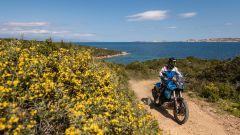 Con la Yamaha Ténéré 700 sull'Isola di Culuccia, in Sardegna