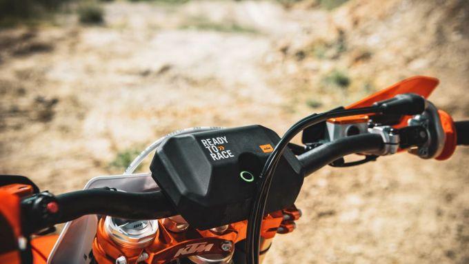 Con l'app myKTM la moto si setta con lo smartphone