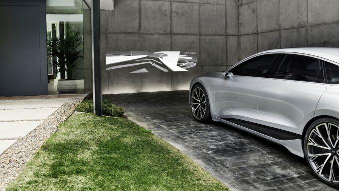 Concept Audi A6 e-tron: il videogame proiettato dai fari
