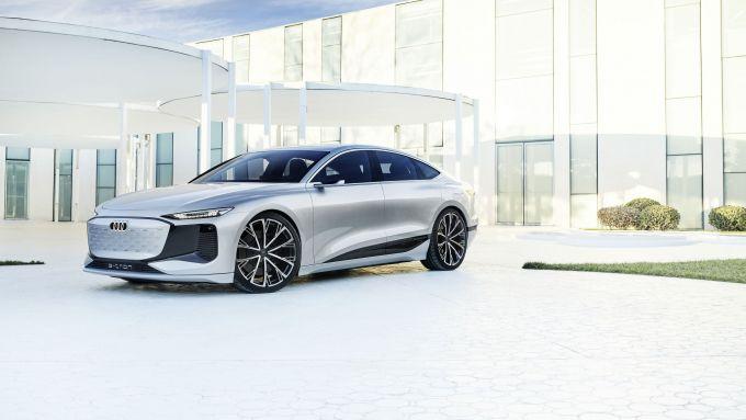 Concept Audi A6 e-tron: visuale di 3/4 anteriore