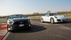 Porsche 911 Carrera 4 Cabrio VS Ford Mustang 5.0 Cabrio  - Immagine: 3