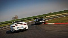 Porsche 911 Carrera 4 Cabrio VS Ford Mustang 5.0 Cabrio  - Immagine: 8