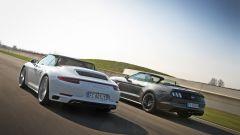 Porsche 911 Carrera 4 Cabrio VS Ford Mustang 5.0 Cabrio  - Immagine: 9