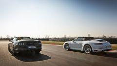 Porsche 911 Carrera 4 Cabrio VS Ford Mustang 5.0 Cabrio  - Immagine: 10