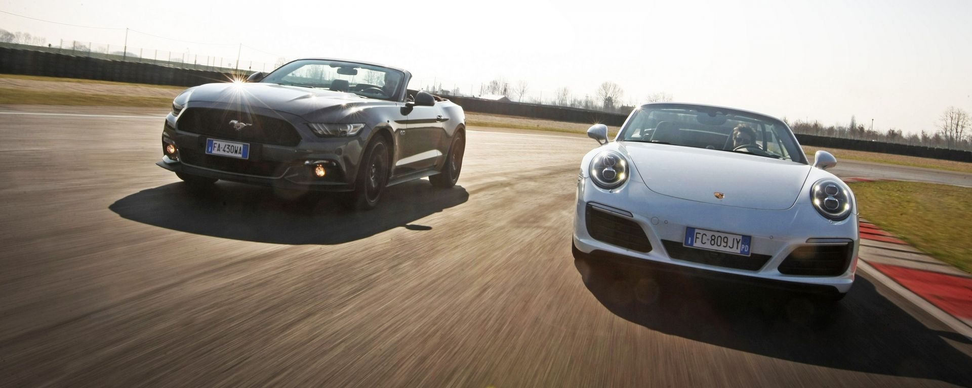 Porsche 911 Carrera 4 Cabrio VS Ford Mustang 5.0 Cabrio