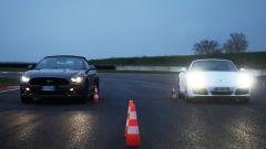 Porsche 911 Carrera 4 Cabrio VS Ford Mustang 5.0 Cabrio  - Immagine: 12