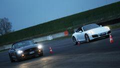 Porsche 911 Carrera 4 Cabrio VS Ford Mustang 5.0 Cabrio  - Immagine: 16