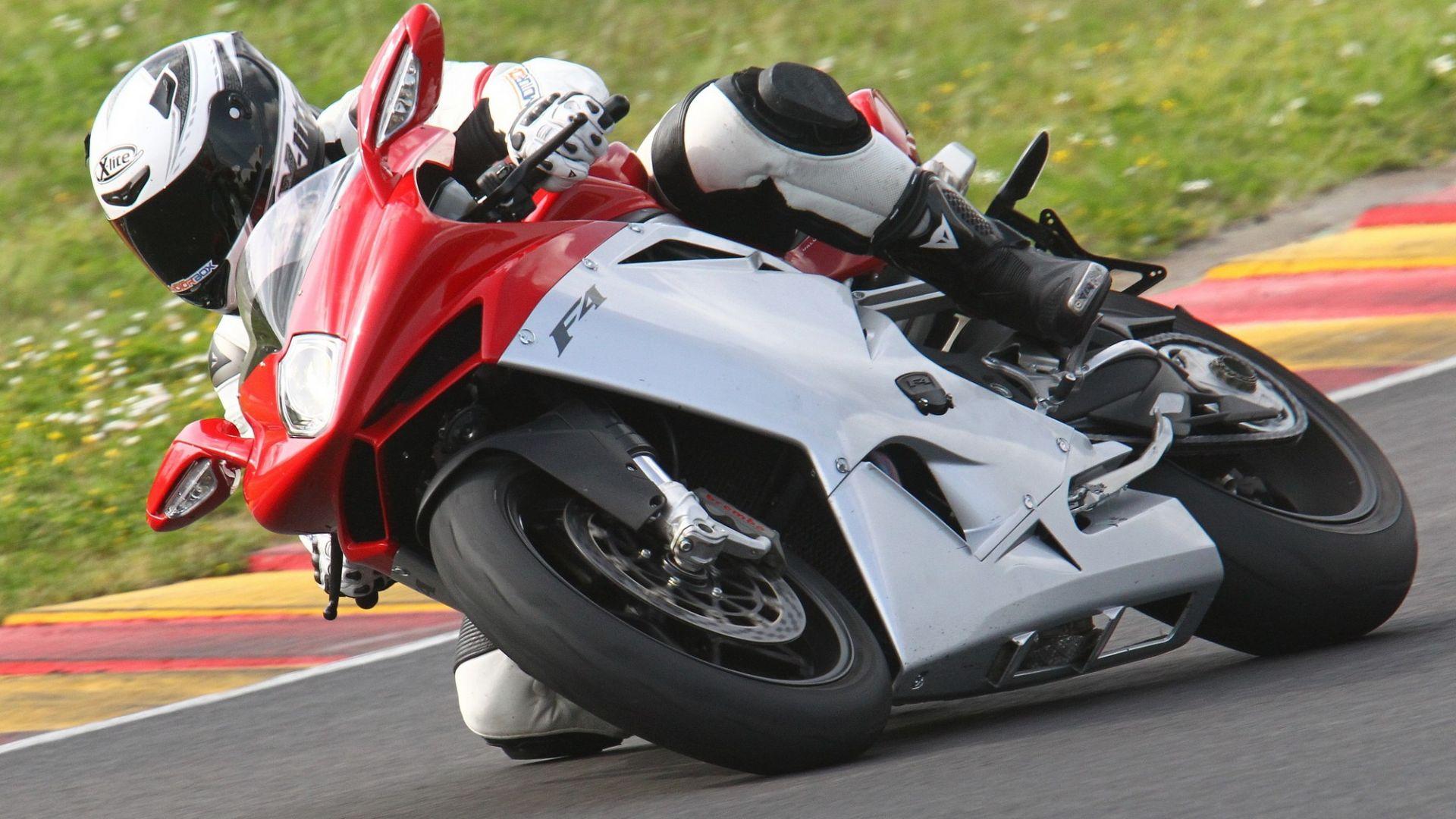 Immagine 24: Al Mugello con le 1000 Superbike 2011