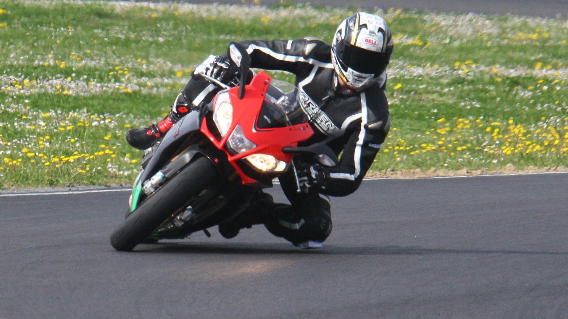 Immagine 9: Al Mugello con le 1000 Superbike 2011