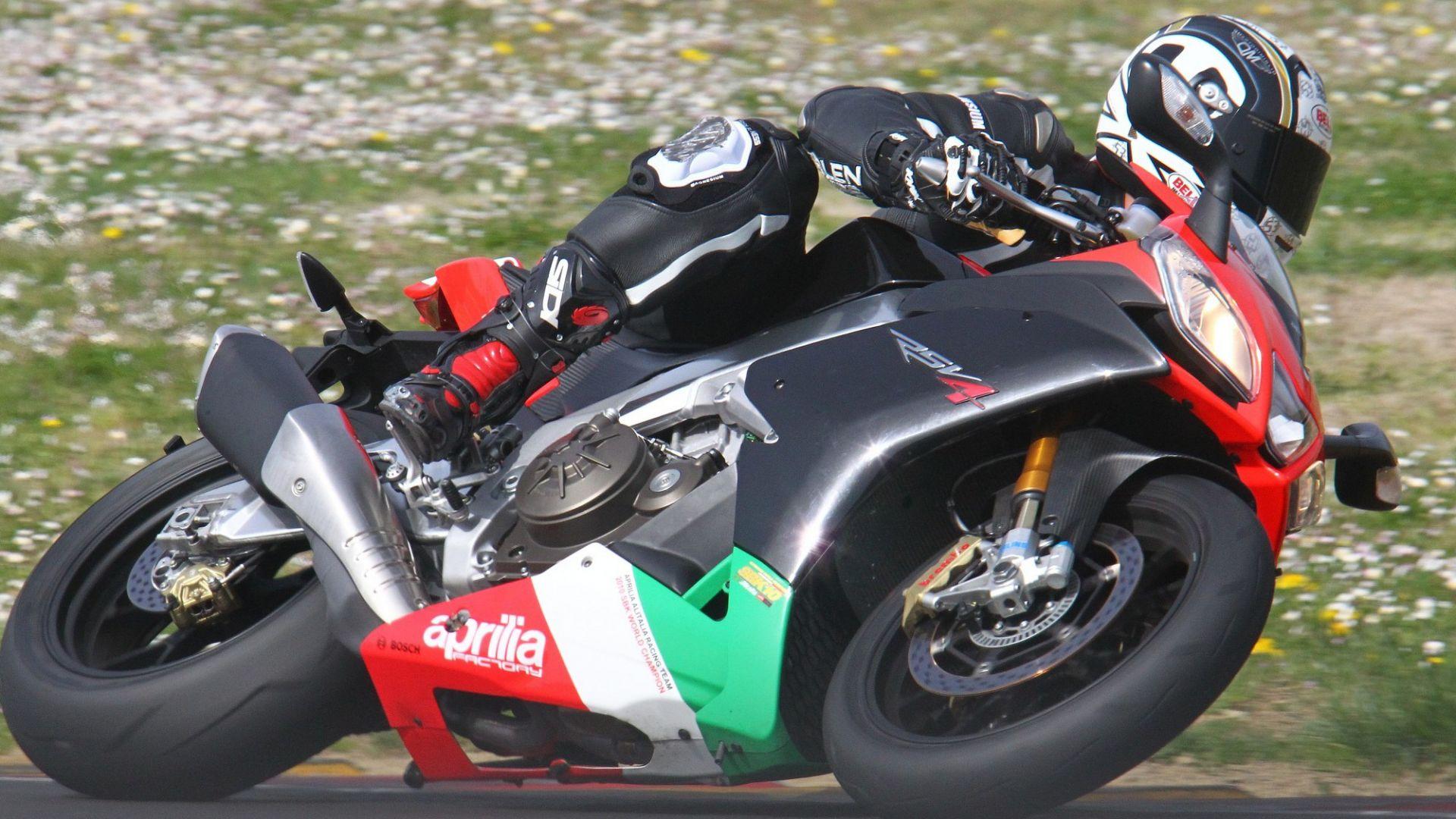 Immagine 10: Al Mugello con le 1000 Superbike 2011