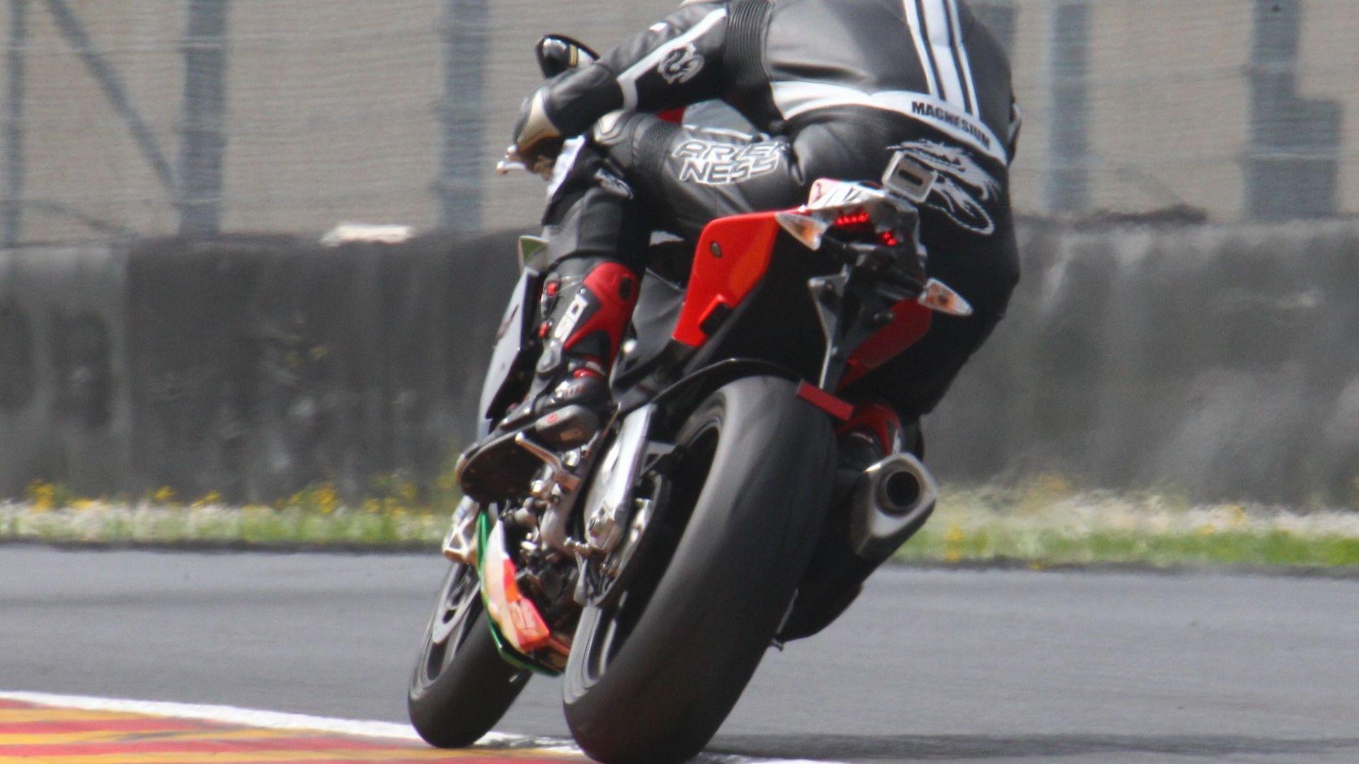 Immagine 13: Al Mugello con le 1000 Superbike 2011