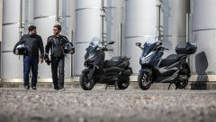 Confronto scooter 300: dettaglio dell'abbigliamento