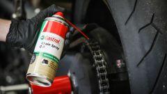 Controlli moto dopo l'inverno, lubrificazione catena trasmissione