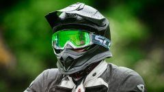 Corso Ducati DRE Enduro: primo piano della maschera Scott Tyrant e del casco Nolan N53