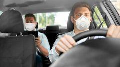 COVID-19 Fase 2: in due in auto, ma con mascherina