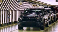 Crisi chip, Toyota taglia produzione di 40%. Consegne in ritardo?