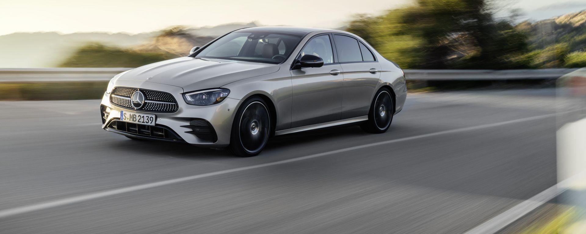 Crisi microchip: fermata la catena di montaggio della nuova Mercedes Classe E