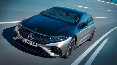Crisi mondiale dei microchip: la produzione di nuova Mercedes EQS non subirà ritardi, per ora