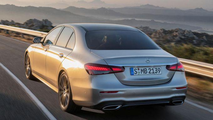 Crisi mondiale dei microchip: stop di due settimane per la Mercedes Classe E
