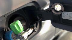 Cupra Ateca a CNG: il bocchettone per il gas è accanto a quello della benzina
