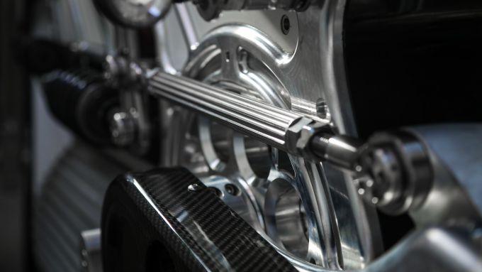 Curtiss Opposite of Death, il push rod della sospensione posteriore