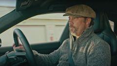 Da YouTube, video di Jay Kay alla guida di Porsche Taycan Turbo S